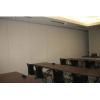 Video vách ngăn di động cho văn phòng công ty kết hợp kính và gỗ